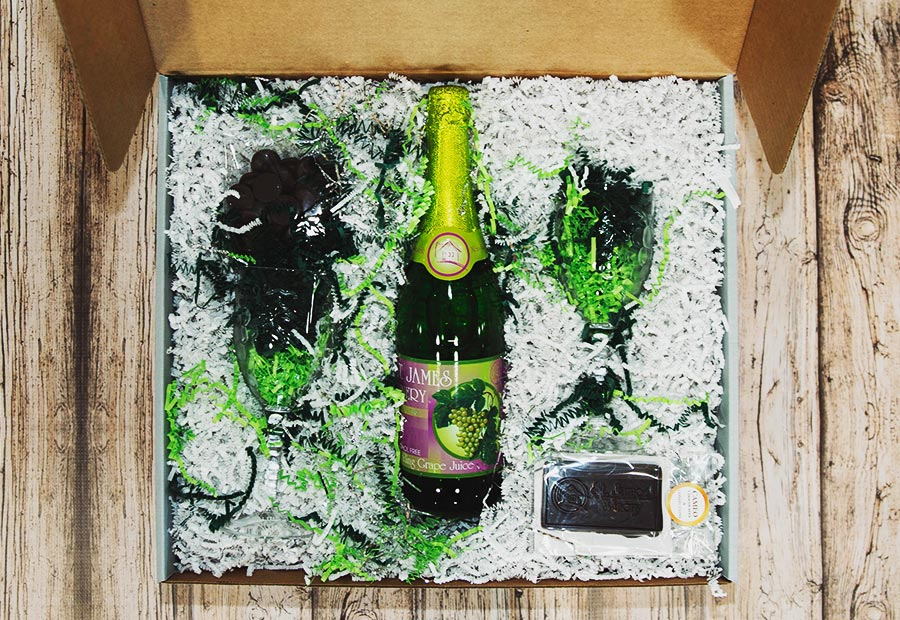 St. James Sweeties Sparkling White Grape Juice Gift Box - Includes: St. James Winery bottle of Sparkling White Grape Juice, chocolate tasting discs, St. James chocolate bar, plastic flutes X 2.
